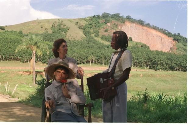 """Milton Nascimento na primeira cena que participa de """"O Viajante"""", junto com Marília Pêra e Ricardo Graca Melo, em Uba-MG"""